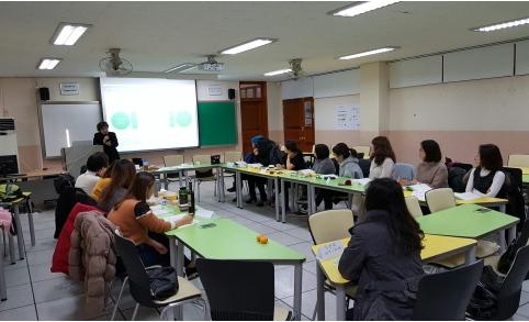 시민들이 자발적으로 활동하면서 배움의 중요성을 느낄 수 있도록 지방자치단체와의 교육사업에 적극 협력하고 있습니다.